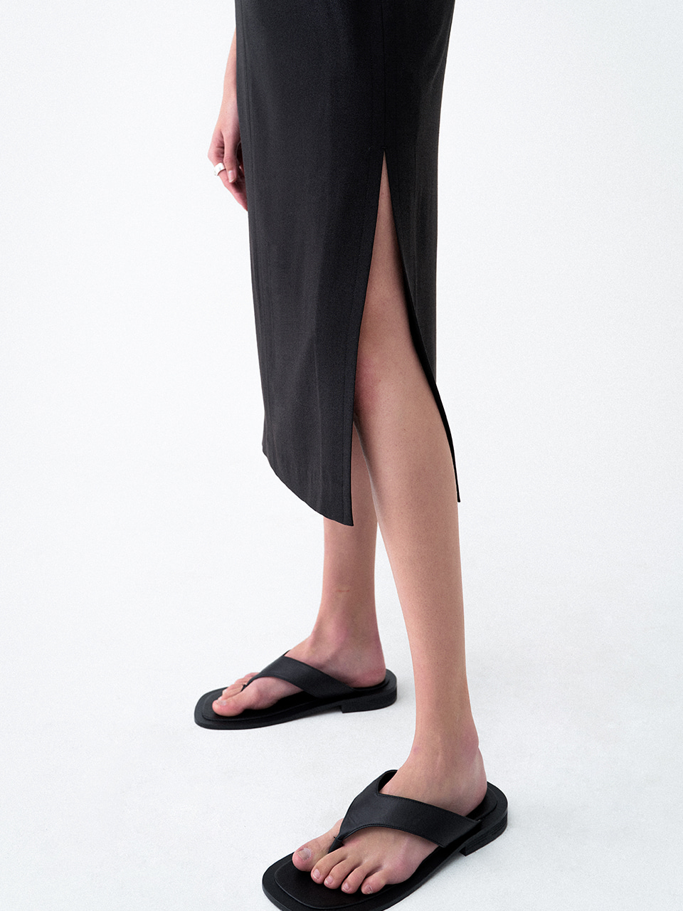 Deep Slit Midi Skirt Black